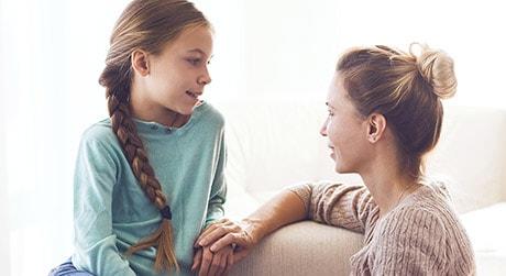Mamma e figlia che parlano