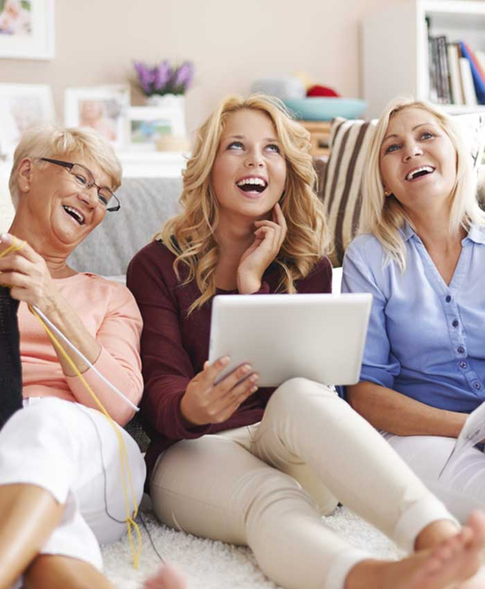 Donne adulte che parlano
